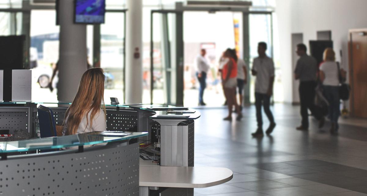 Kan man købe afbudsrejser i lufthavnen?