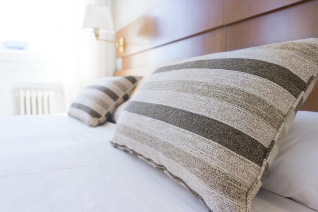 Sov godt i en ny seng efter en lang rejse